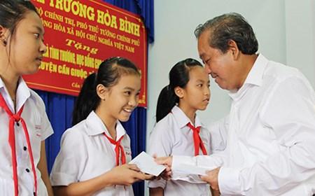 Phó Thủ tướng Trương Hòa Bình trao tặng nhà tình thương tại Long An