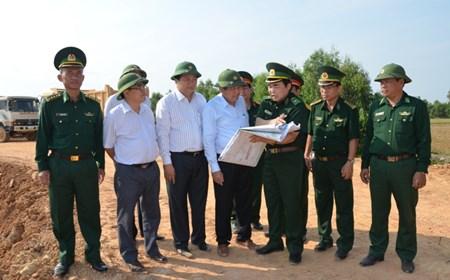 Phó Thủ tướng Trương Hòa Bình kiểm tra tuyến biên giới tại Long An