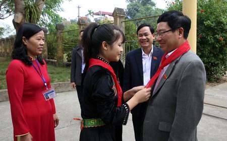 Phó Thủ tướng Phạm Bình Minh thăm Trường PTDT nội trú Nguyễn Bỉnh Khiêm