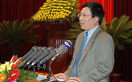 Phó Thủ tướng chia sẻ với cử tri thành tựu đối ngoại năm 2013