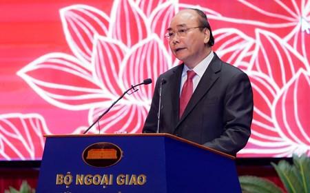 Thủ tướng: Ngoại giao vươn lên đảm nhiệm tốt nhiều trọng trách quốc tế lớn