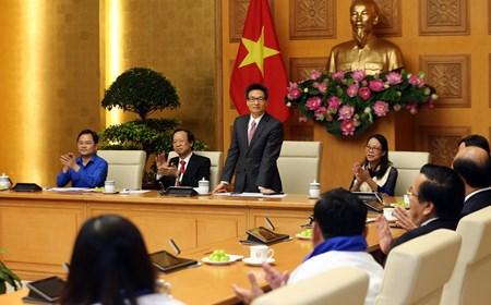 Phó Thủ tướng gặp mặt giáo viên, học sinh nhân Ngày Nhà giáo Việt Nam. Ảnh: Đình Nam