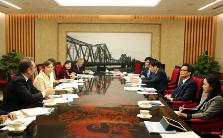 Phó Thủ tướng nghe báo cáo về chiến lược dinh dưỡng mới