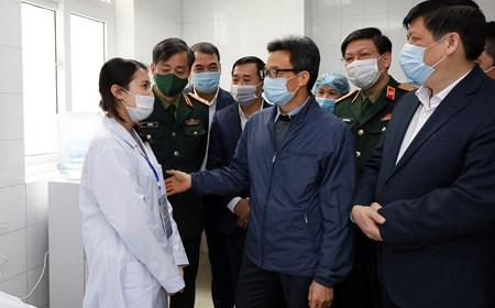 Phó Thủ tướng nghe báo cáo thử nghiệm vaccine phòng COVID-19