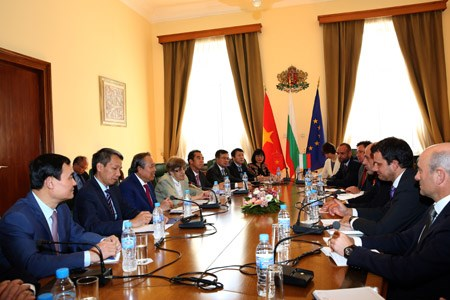 Phó Thủ tướng Thường trực thăm chính thức Singapore, Phần Lan, Bulgaria - ảnh 9