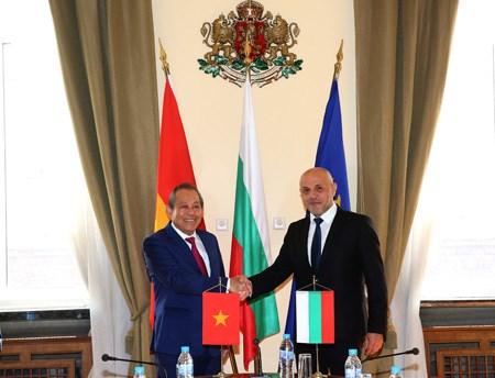 Phó Thủ tướng Thường trực thăm chính thức Singapore, Phần Lan, Bulgaria - ảnh 8