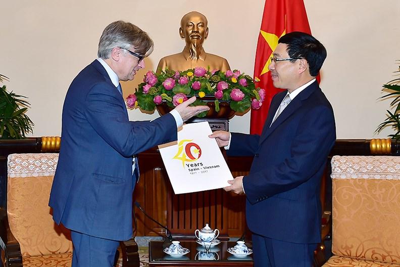 Phó Thủ tướng Phạm Bình Minh tiếp Quốc vụ khanh Bộ Ngoại giao Tây Ban Nha - ảnh 1