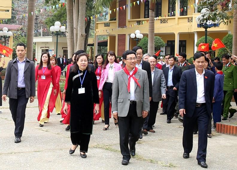 Phó Thủ tướng Phạm Bình Minh thăm Trường PTDT nội trú Nguyễn Bỉnh Khiêm - ảnh 3