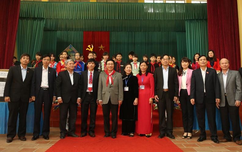 Phó Thủ tướng Phạm Bình Minh thăm Trường PTDT nội trú Nguyễn Bỉnh Khiêm - ảnh 14