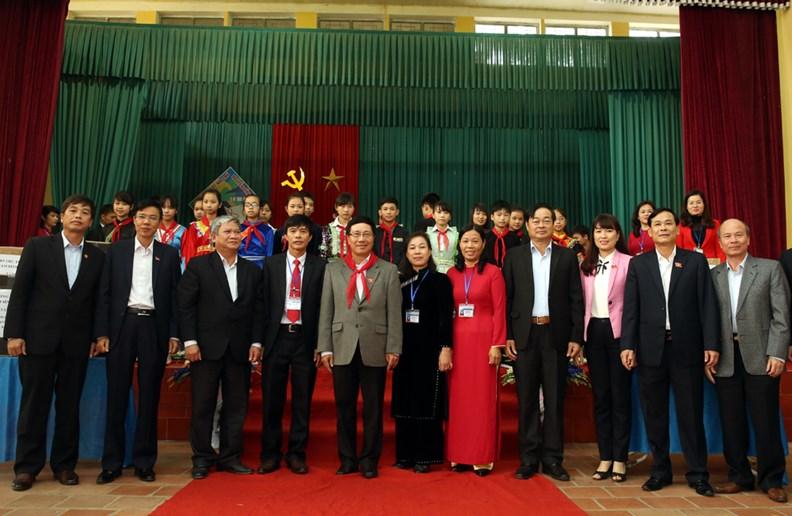 Phó Thủ tướng Phạm Bình Minh thăm Trường PTDT nội trú Nguyễn Bỉnh Khiêm - ảnh 6