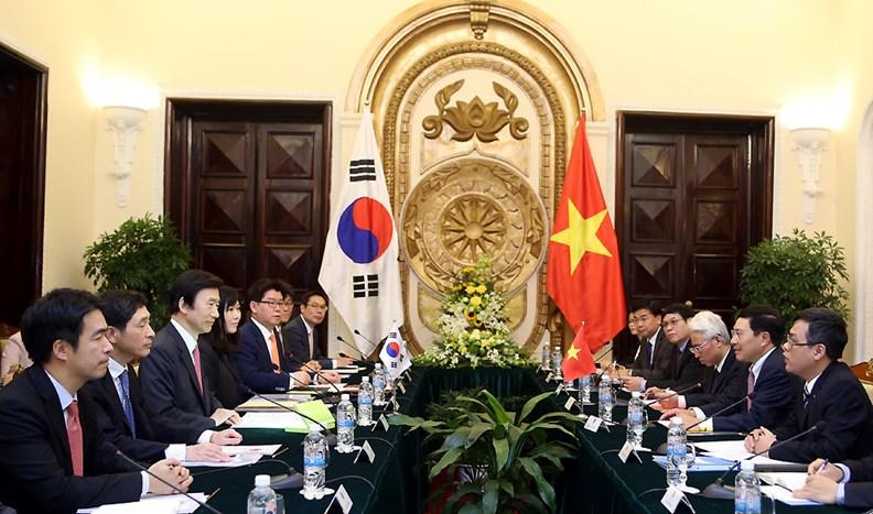 Bộ trưởng Ngoại giao Hàn Quốc thăm chính thức Việt Nam. - ảnh 3