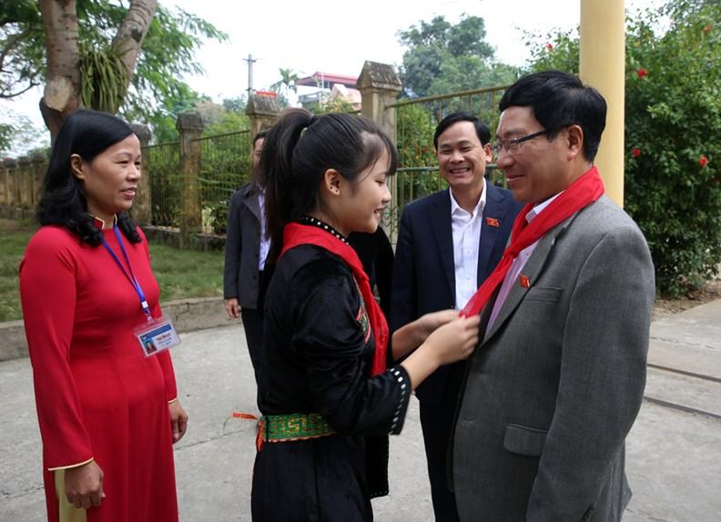 Phó Thủ tướng Phạm Bình Minh thăm Trường PTDT nội trú Nguyễn Bỉnh Khiêm - ảnh 1