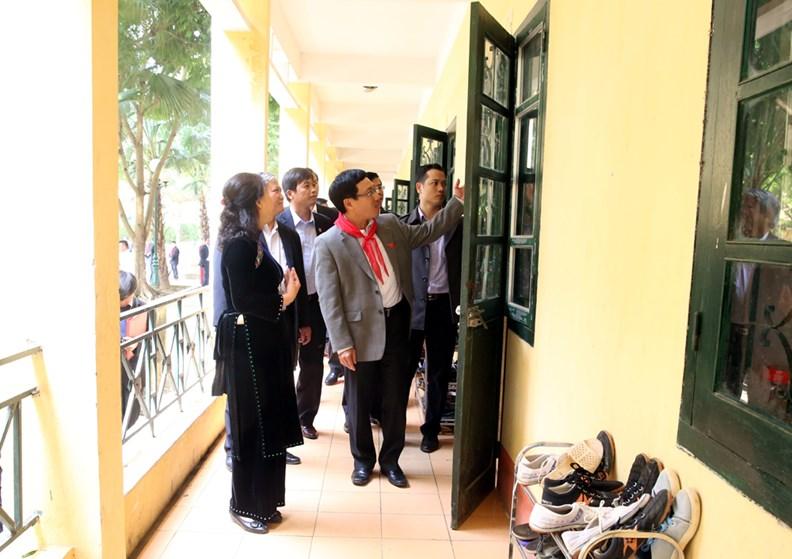 Phó Thủ tướng Phạm Bình Minh thăm Trường PTDT nội trú Nguyễn Bỉnh Khiêm - ảnh 11