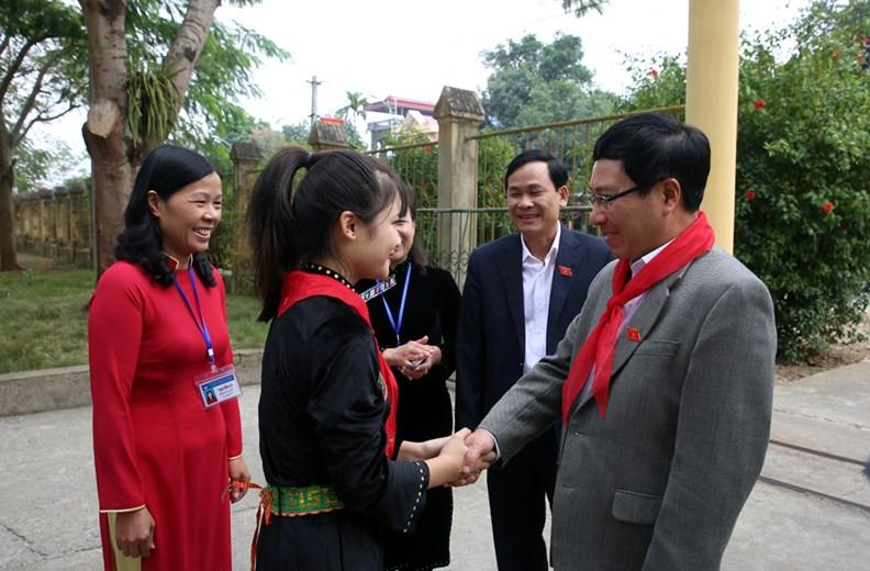 Phó Thủ tướng Phạm Bình Minh thăm Trường PTDT nội trú Nguyễn Bỉnh Khiêm - ảnh 2