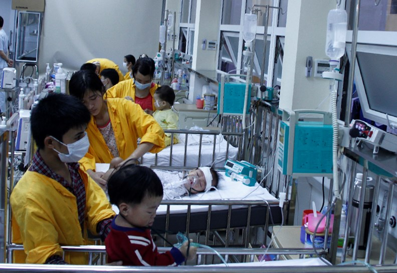 Phó Thủ tướng Vũ Đức Đam kiểm tra công tác điều trị bệnh sởi - ảnh 6