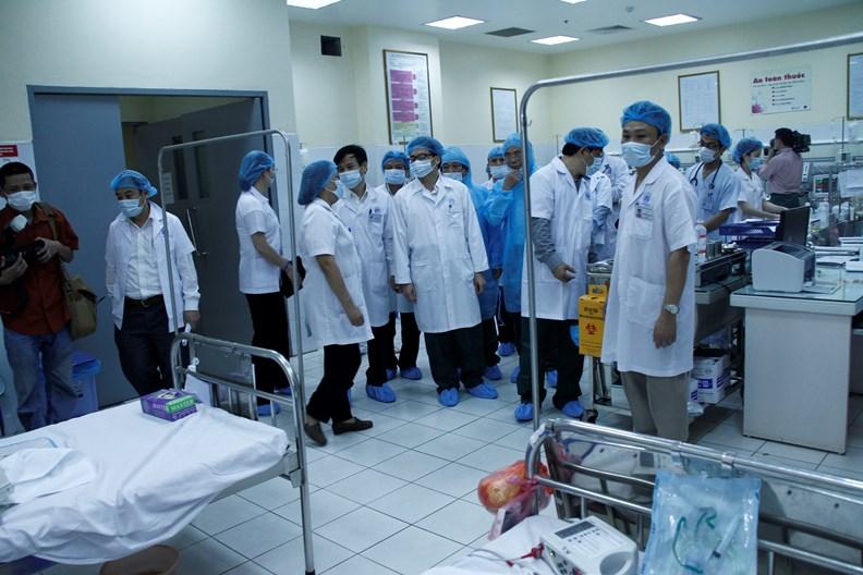Phó Thủ tướng Vũ Đức Đam kiểm tra công tác điều trị bệnh sởi - ảnh 2