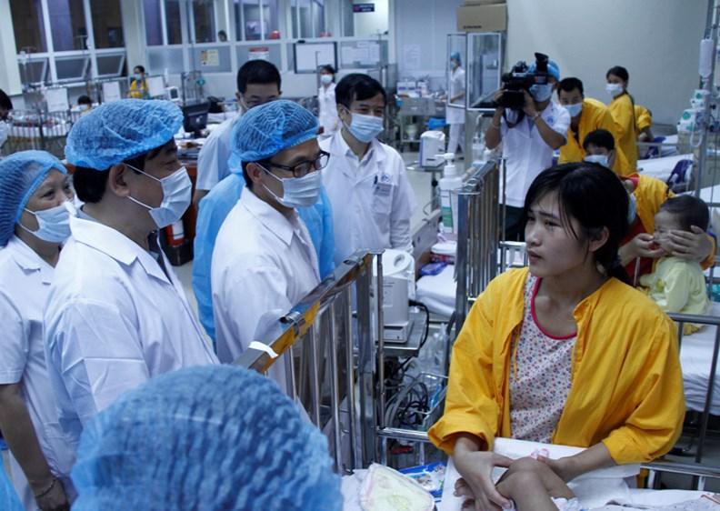Phó Thủ tướng Vũ Đức Đam kiểm tra công tác điều trị bệnh sởi - ảnh 4