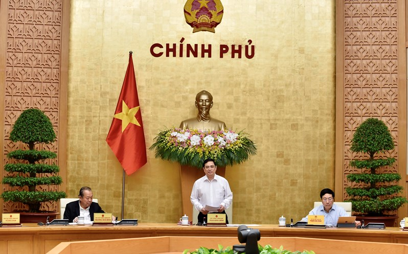 PM Chinh Chairs Cabinet Meeting